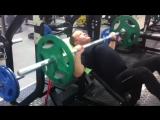 Жим под углом с резинкой : отличное упражнение, не привычное и более тяжелое для проработки верхних грудных мышц, хорошо развива