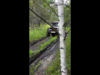 танки грязи не бояться...уазик тоже! ! !