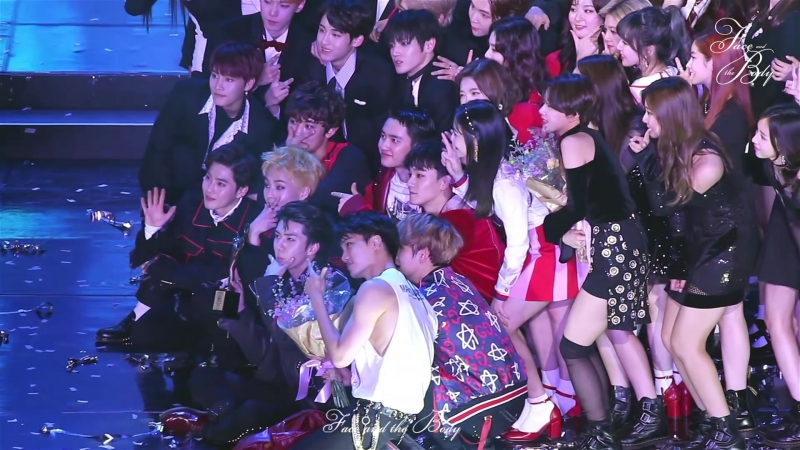 [FANCAM] 170119 The 26th Seoul Music Awards @ EXO's Sehun - Encore