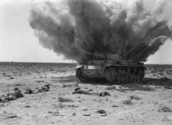 Немецкий средний танк Pz.kpfw III в Северной Африке.