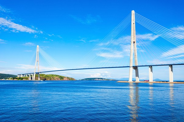 Вантовый мост на остров Русский, который упоминался в начале недели, б