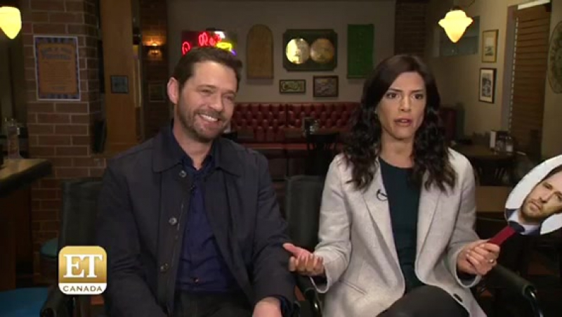 'Private Eyes' Stars Play Not-So-Newlywed Game