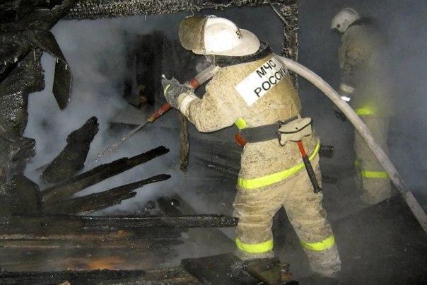 В Мурманске 14 пожарных тушили гараж