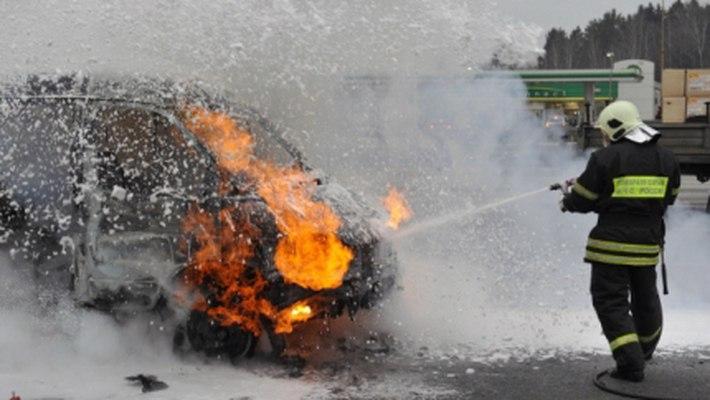 В Мурманске BMW поджег ВАЗ