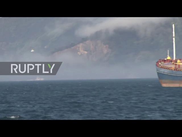 Турция: Береговой охраны возвращаются на берег после операции по спасению кораблей ВМФ.