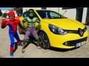 СУПЕРГЕРОИ в реальности! Халк и Человек-Паук толкают машину. Видео для мальчиков