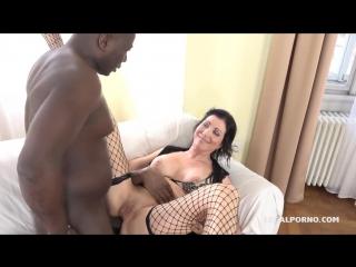 Sissy Neri – Italian Milf has black feeling and tests two black bulls IV068