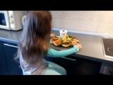 - Яна!😉 - крикнула мама с кухни. - Блинчики на столе! 👍👌😛  - Интересно, а с чем мама их приготовила?😇😇 Наверное, с яблоками🍏🍎🍏🍏.