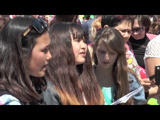 Первый в Казахстане песенный флешмоб ко Дню Победы.г.Уральск,9 мая 2016г.