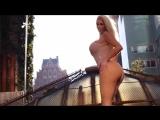 Супер-роскошная, сексуальная блондинка большой, округлой попой и сисями - Nicolette Shea: