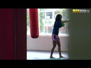 Девушка скромно подошла к тренерам по тайскому боксу. То, что она сделала через минуту, заставило охуеть