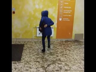Упоролась и бегаю как мартышка по сберу))) ахаха )) и погреться и деньги снять ))