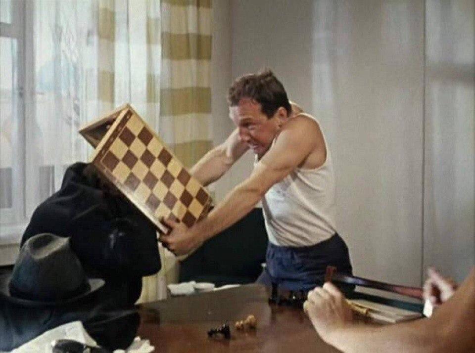 Порно состязания кто больше всех вставит шахматы в письку врач
