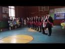 очень красивый танец на празднике Последнего звонка выпускников 9 класса с родителями и учителями