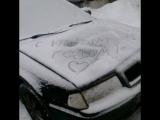 на машинах надпись с новым годом 😀