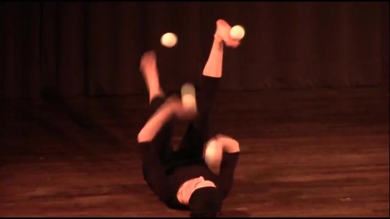 Гимнастка-Жонглер-Цирк