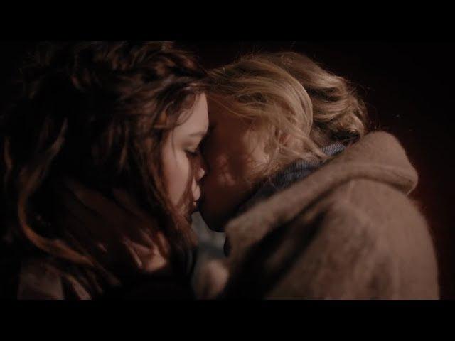 GYPSY 1x05 Jean and Sidney Kiss.