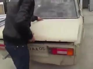 Парень подошел к продаже авто очень креативно