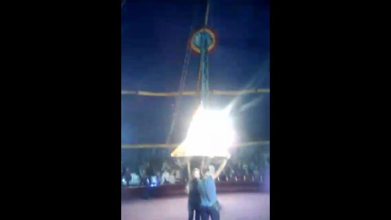 я летаю под куполом цирка