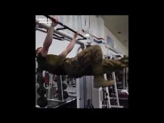 Преуспел не только в службе, но и в физической подготовке (6 sec)