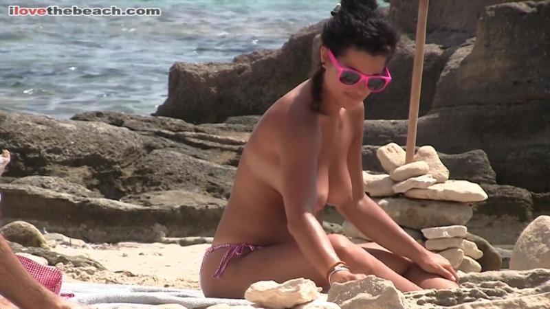 Испанская любительница нудизма с большими сиськами