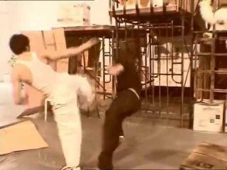 Tony Jaa Ensayando las escenas de lucha de