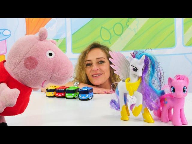 Türkçeizle.Nicole, Peppa ve George oyuncak kutusunu düzenliyor.kızerkekvideoları