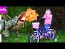 Bad Baby против огнедышащего дракона в магазине. Emily вредничает в магазине и убегает...