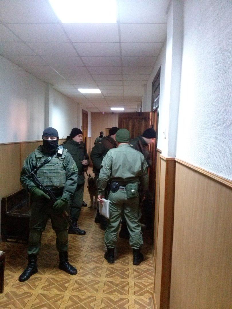 У Харкові під посиленим конвоєм автоматників привели в суд Штепу - фото 1