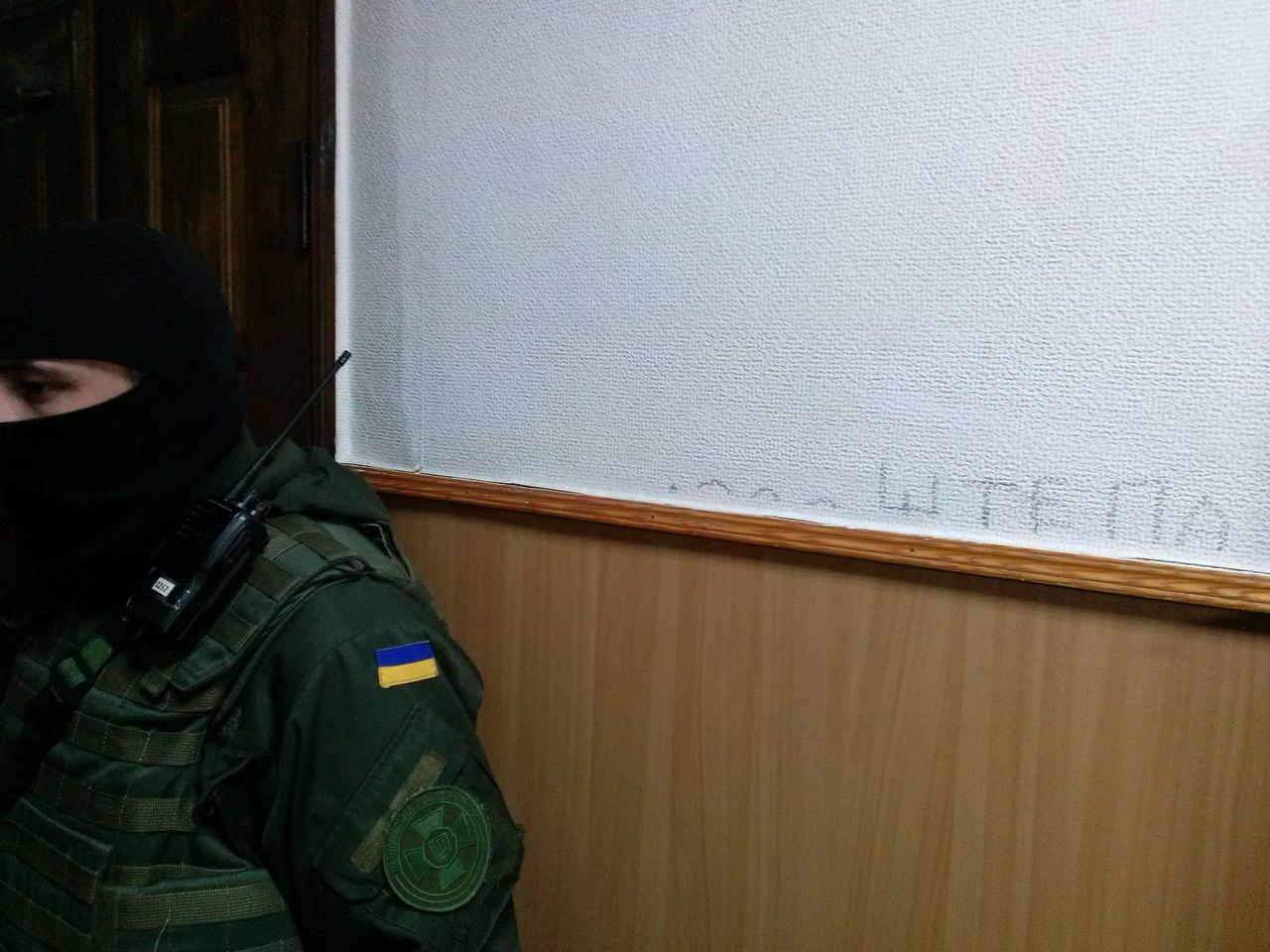Харківський суд розмалювали прихильники Штепи (ФОТОФАКТ) - фото 1