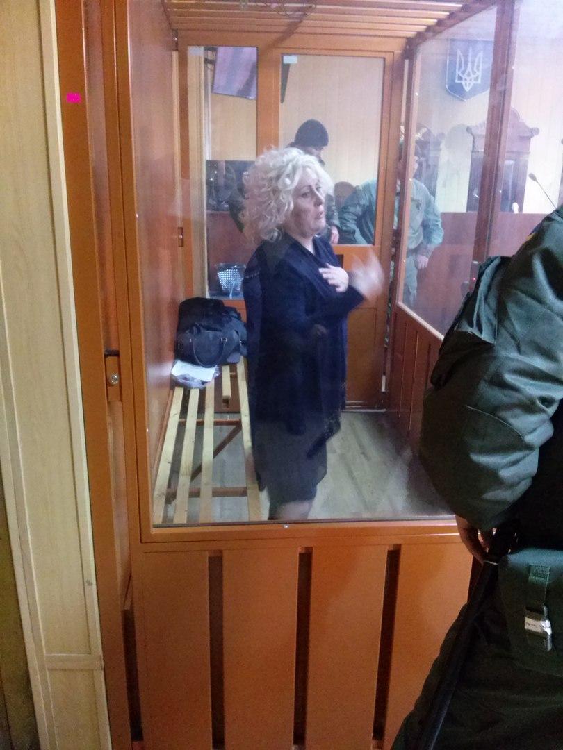 У харківському суді Штепа сидить на поламаній лавці (ФОТОФАКТ) - фото 1