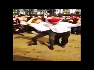 Sardar Bhangra Dance With Young American Girl - Old vs Young Awesome dance - Must watch
