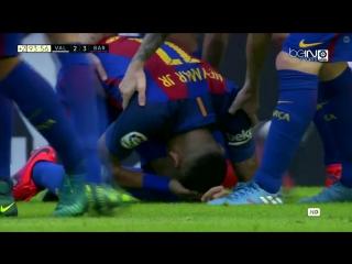 Фанаты «Валенсии» попали бутылками в головы Неймара и Суареса