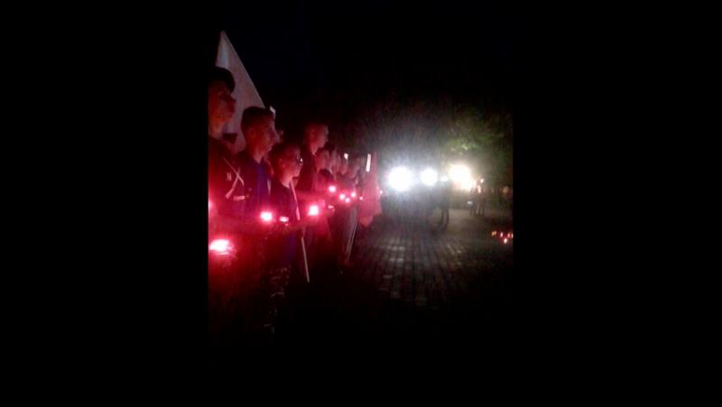 акция Свеча Памяти. Эту дату помнят многие 22 июня более 200 человек пришли в 4:00 в Братский сад почтить память погибших в В