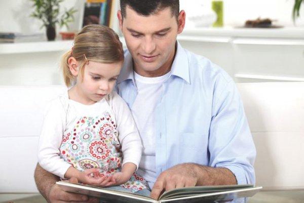 детские книжки, детское чтение, папа читает ребенку