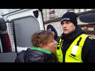 Латвийская полиция отобрали ребёнка у выпившей мамы