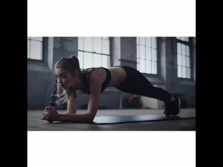 Planking with #gigihadid (part 1)