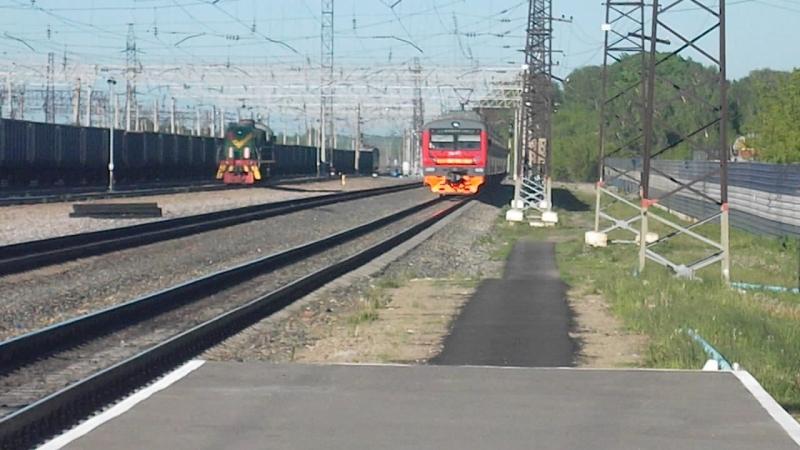 Электропоезд ЭД9Э-0036. Отправление от Укладочного.