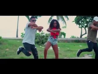 Quimico Ultramega ft Rachel La Fresita - La Grasa Que Mancha (Video Official)