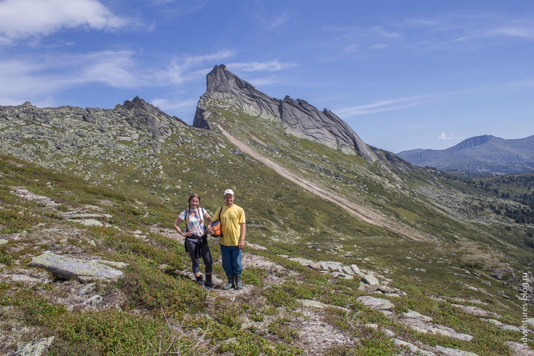 Вид на перевал Высоцкого с перевала Зеленый