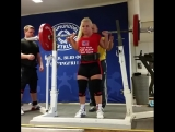 Хильде приседает 145 кг