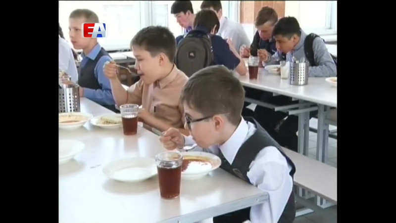 Питание - на высшем уровне. Первоуральским специалистам рассказали, чем кормят учеников шестой школы.