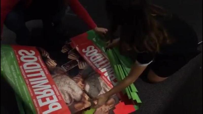 Tenemos más posters autografiados por @laliespos y @martinpiro para regalar En un ratito te decimos como ganarlos