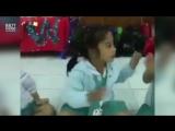 Белая этика. Образец.  Как дети начинают учебный день в Таиланде.