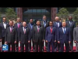 Участники Форума высокого уровня по международному сотрудничеству в рамках «Пояса и пути» сделали совместное фото