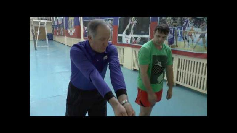 Обучение волейболу взрослых. Для начинающих. Нижняя передача в волейболе » Freewka.com - Смотреть онлайн в хорощем качестве