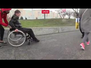 Инвалиды проверили улицы Киева на доступность перед Евровидением