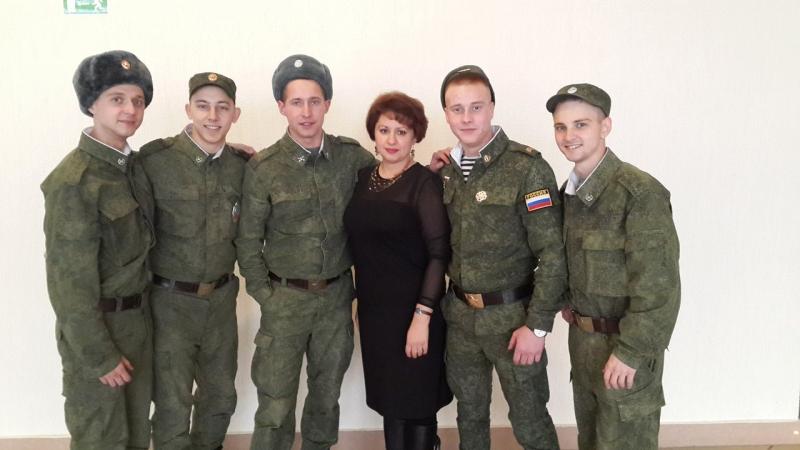 Создателю ВИА Солдаты Удачи Карачинцевой Елене Александровне подарок от коллег и друзей.