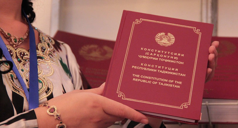 В школах Таджикистана будут изучать основы Конституции
