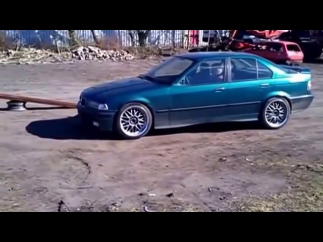 ДЕБИЛИЗМ Краш тест БМВ Е36 на разборке | Debilizm Crash test BMW E36 on dismantling
